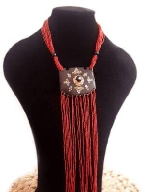 Collier en perles et ébène
