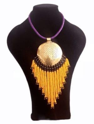 Collier en perles et bronze